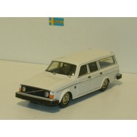 Volvo 245 240 estate 1975 wit Tin Wizard 1:43