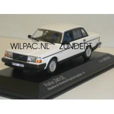 Volvo 244 240 GL 1986 wit Minichamps 1:43