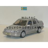 Volvo 460 GL Type 2 zilvergrijs met. AHC Doorkey 1:43