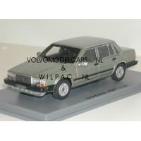 Volvo 760 GLE 1982 l.groen met. Volvo NEO 1:43