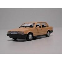 Volvo 760 GLE sedan 1988 geel Polistil 1:43