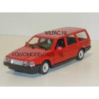 Volvo 760 GLE estate 1988 rood Polistil 1:43