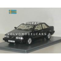 Volvo 780 Bertone 1988 zwart met. NEO 1:43