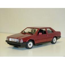 Volvo 780 Bertone rood met. Polistil 1:43