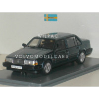 Volvo 940 GLE Sedan donkerblauw met. NEO 1:43