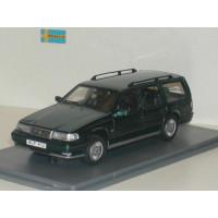 Volvo 960 Estate donkergroen met. Wilpac NEO 1:43