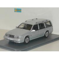 Volvo 960 Estate zilvergrijs met. Wilpac NEO 1:43