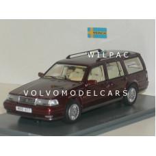 Volvo 960 Estate donkerrood met. NEO 1:43