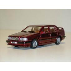 Volvo 850 T5 1994 donkerrood met. AHC 1:43