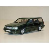 Volvo 850 Estate 1995 donkergroen met. AHC 1:43