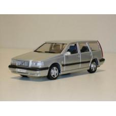 Volvo 850 Estate 1995 zilvergrijs met. AHC 1:43