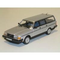 Volvo 245 240 Estate 1986 zilvergrijs met. Minichamps 1:43