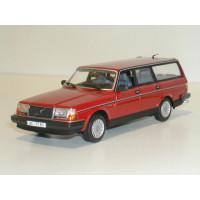 Volvo 245 240 Estate 1986 rood Minichamps 1:43