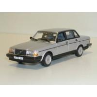 Volvo 244 240 GL 1986 zilvergrijs metallic Minichamps 1:43