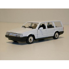 Volvo 760 GLE estate 1988 wit Polistil 1:43