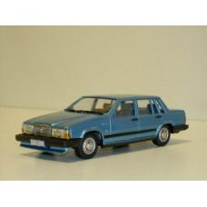 Volvo 740 GL 1987 lichtblauw met. Rob Eddie RE32 1:43
