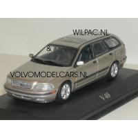 Volvo V40 phase 1 champagne metallic Minichamps 1:43