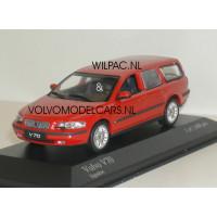 Volvo V70 2000 rood Minichamps 1:43