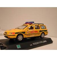 Volvo V70 2000 Ambulance Akutbil van Ystad Zweden Junior 1:43