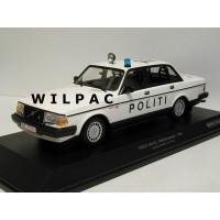 Volvo 240 1:18 240GL 244 POLITI Deense Politie Minichamps wit zwart