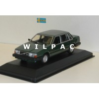 Volvo 740 GL 1986 donkergroen Maxichamps 1:43