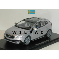 Volvo V40 Cross Country 2013 zilvergrijs metallic Motor Art 1:43